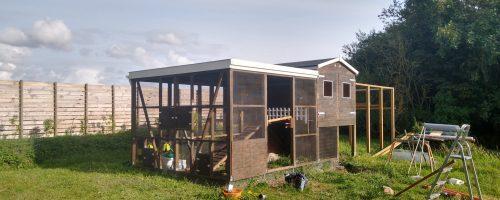 Færdiggøre udgangsparti, hegn i jord, altanhegn mv.